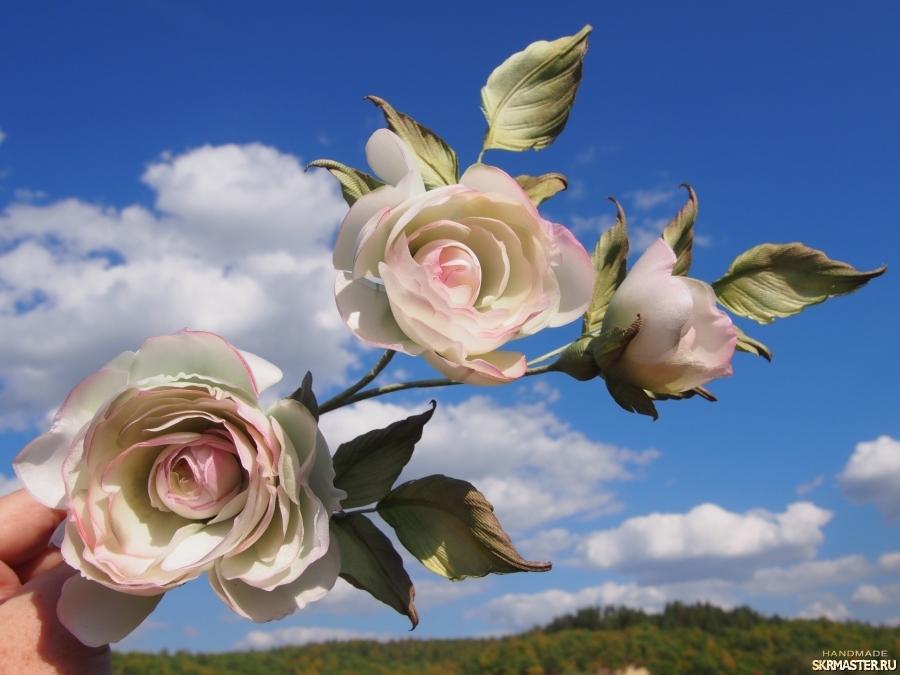 тут изображено Розы из натурального шелка интерьерные.