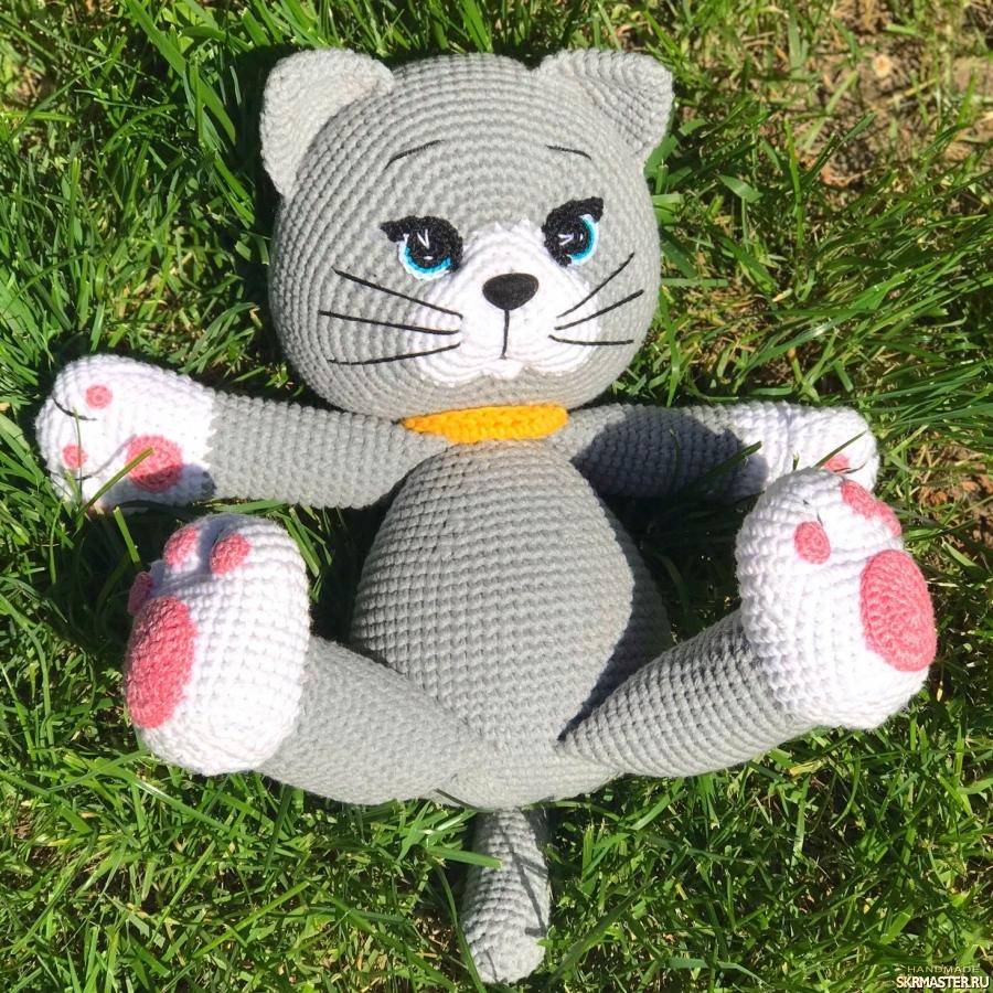 тут изображено Вязаный котик