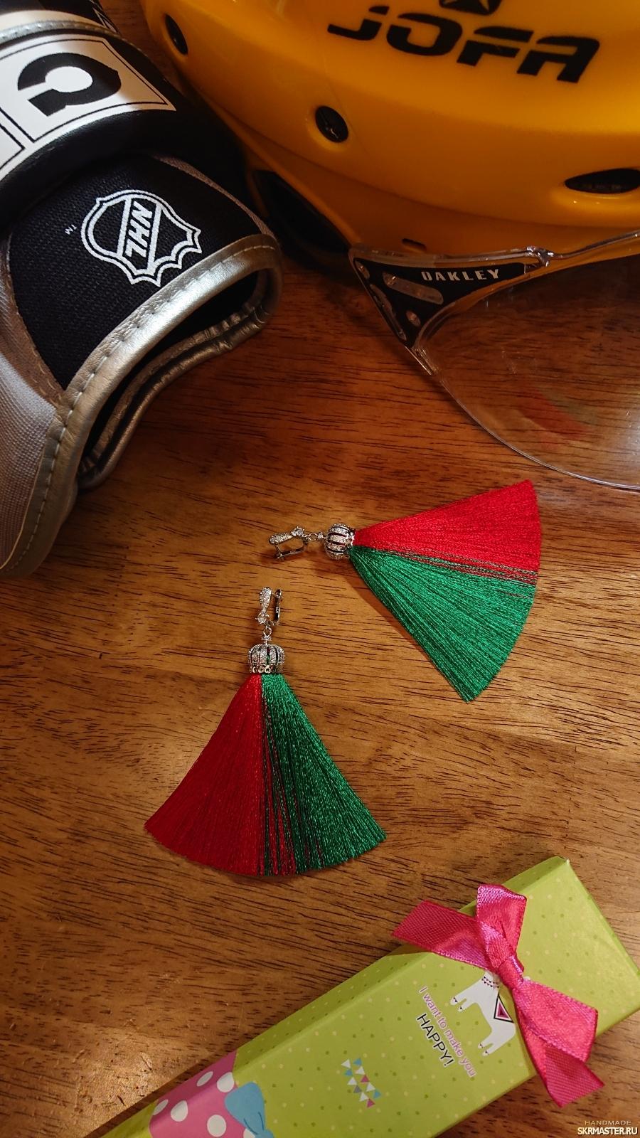 тут изображено Серьги кисточки green and red