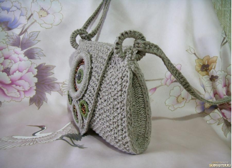 тут изображено Вязаная сумочка из льняной пряжи