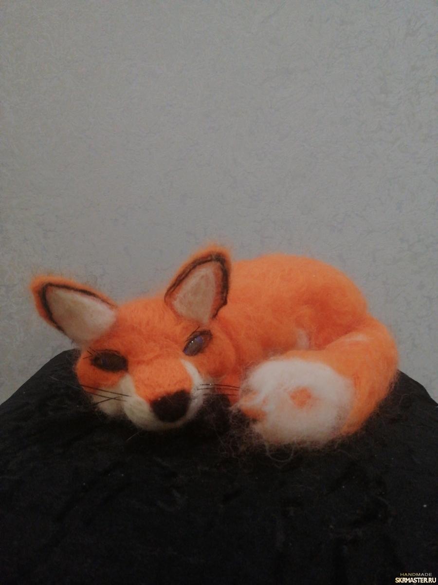 тут изображено Валяная лиса