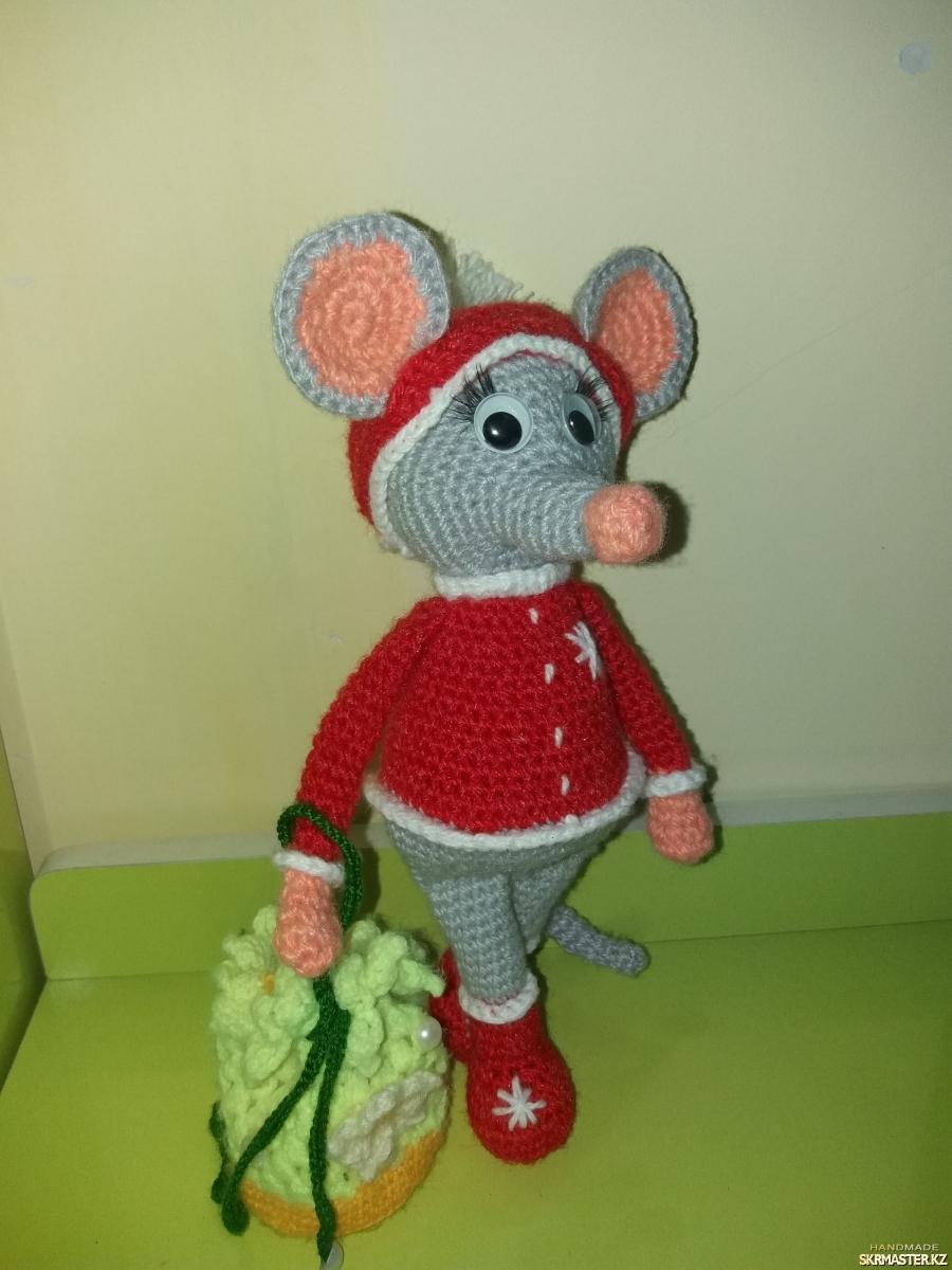 тут изображено Рождественская Мышка